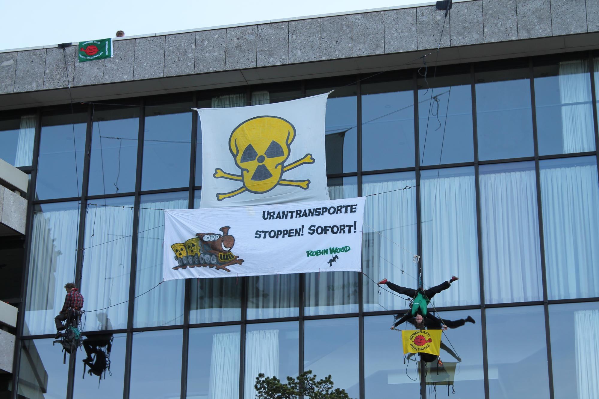 http://blog.eichhoernchen.fr/public/Bilder-Aktionen/Atomforum_2016/HH_Atomforum_3.jpg