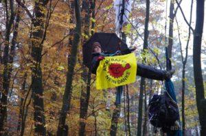 Kletteraktion gegen Urantransport aaa-West