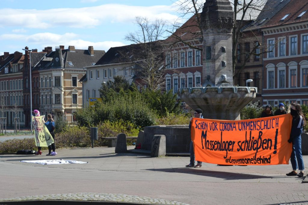 Banner Menschenlager schließen