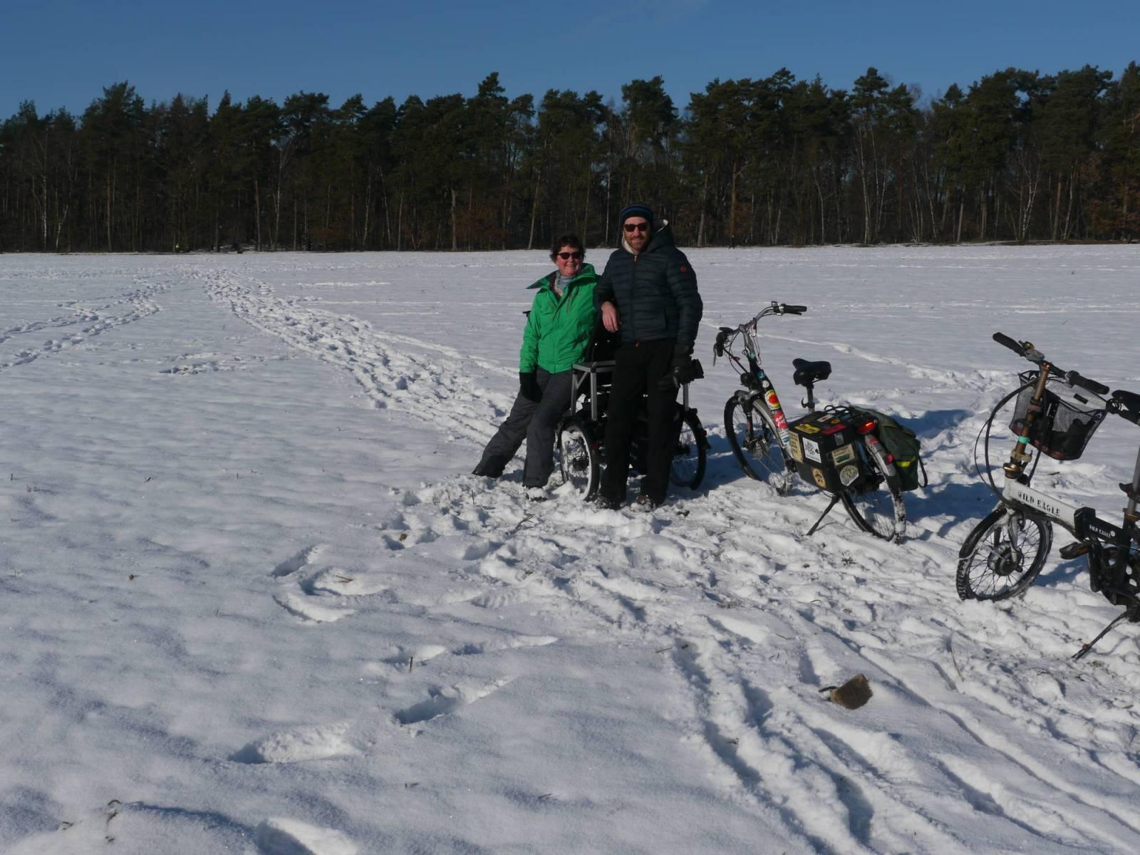 Quer durchs Schneefeld mit dem Dreirad!
