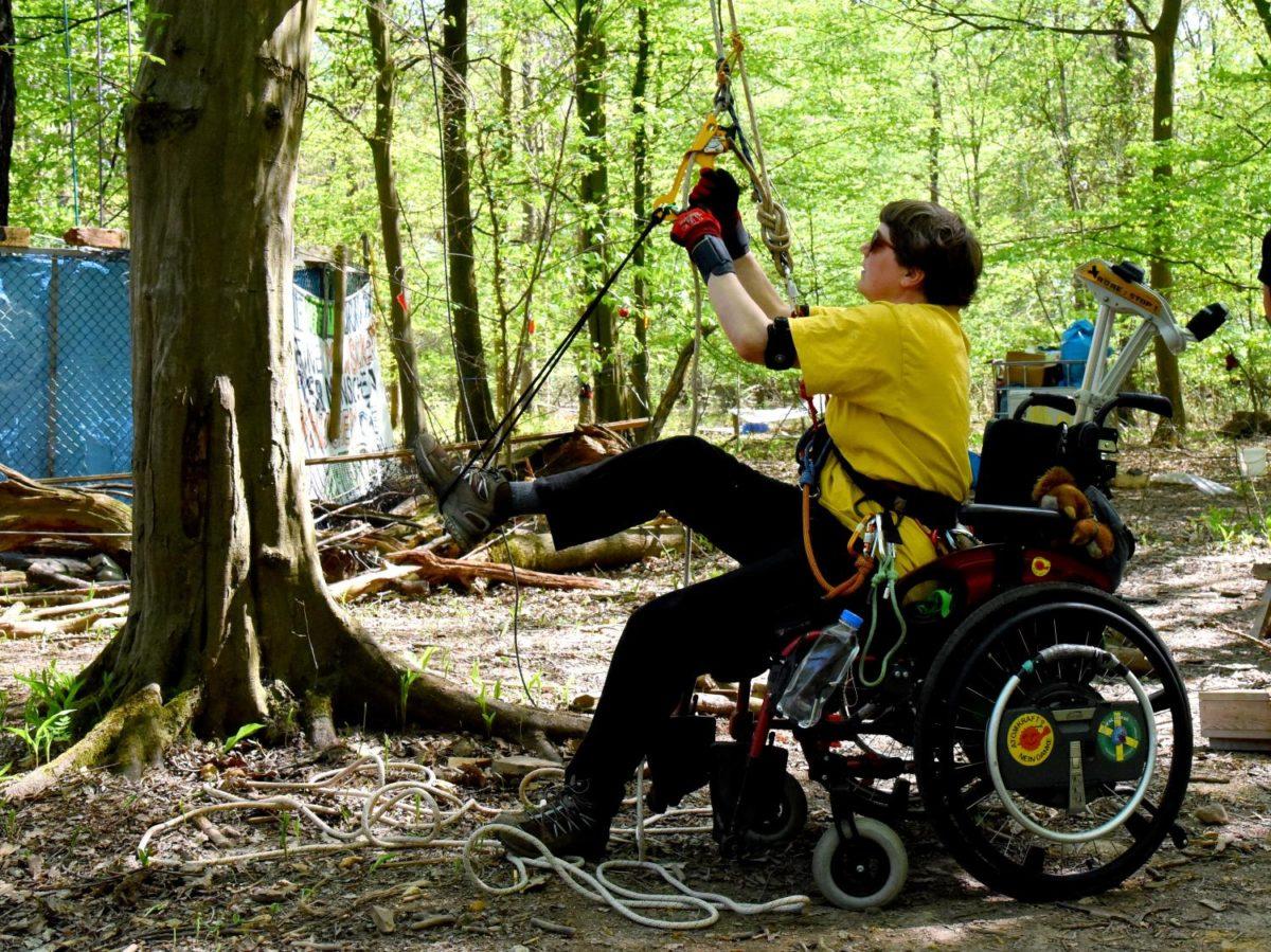 Aktiuonsklettern für Menschen mit Behinderung im Hambi, April 2019
