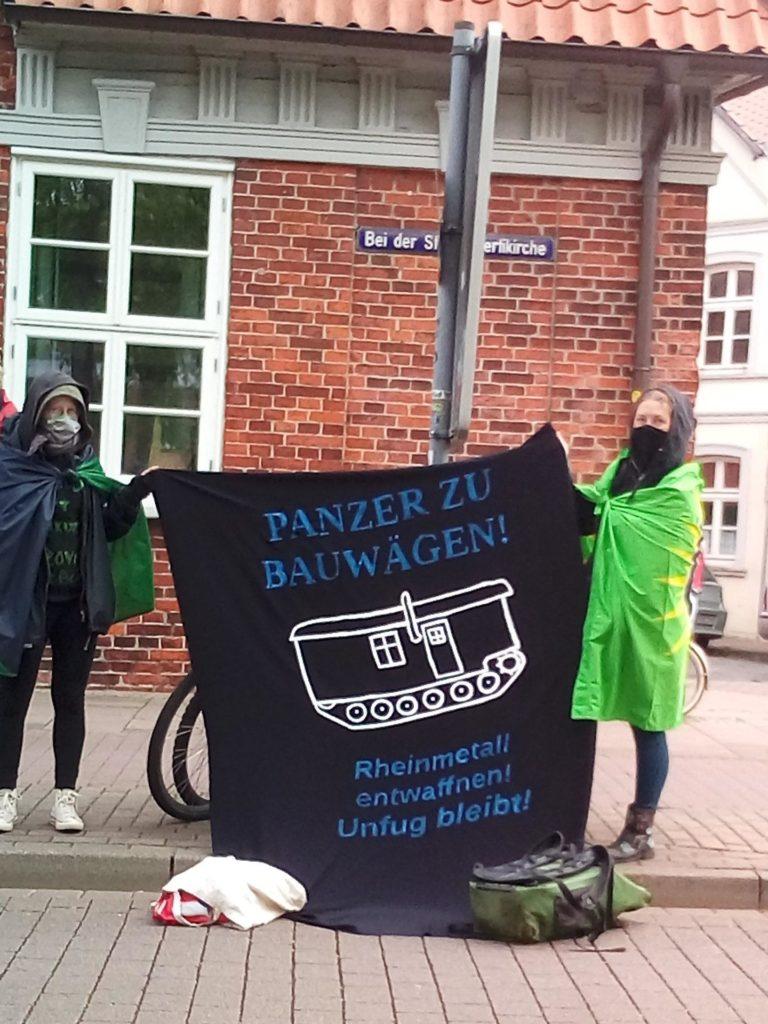 Bannerspruch: Panzer zu Bauwagen