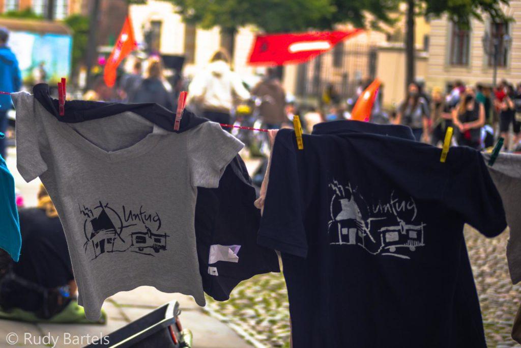 Siebdruck T-Shirts mit Logo vom wohnprojekt Unfug