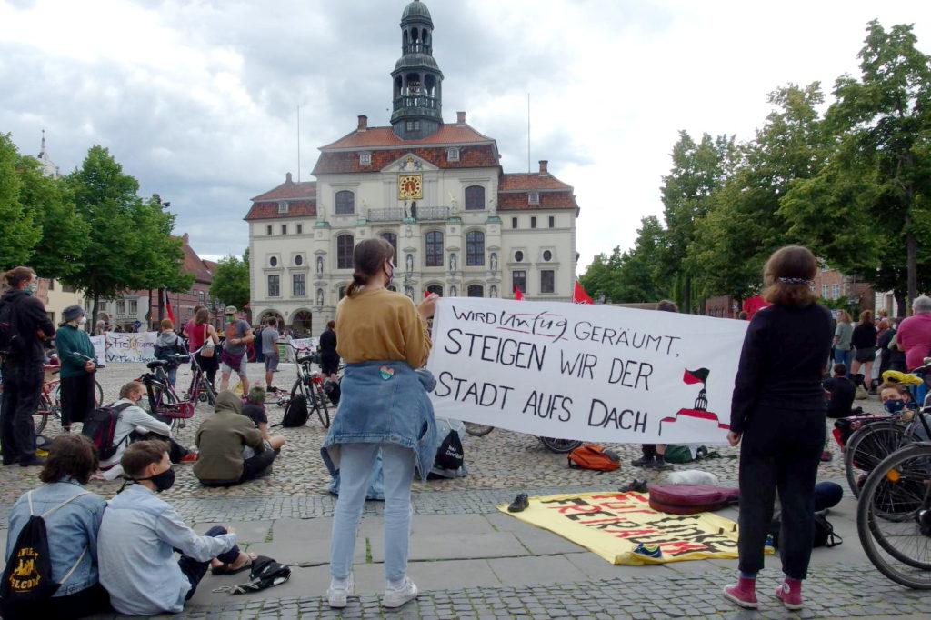 Banner auf der Kundgebung #unfugbleibt am 30.05.2020 in Lüneburg