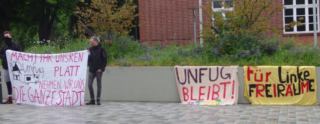 Mini-demo vor der Ratssitzung #unfugBleibt