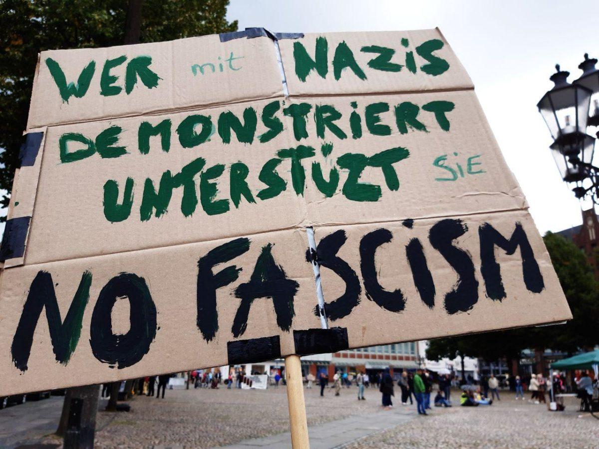 lauter Protest gegen Querfront-denken
