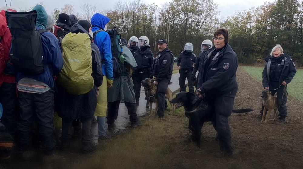 Hundeinsatz gegen die Demonstrant:innen vom bunten Finger bei Endegelände, September 2020