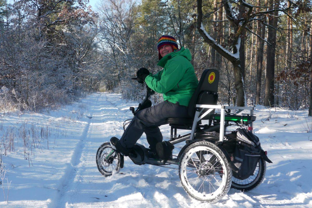 Schnee-spaß mit Therapiedreirad
