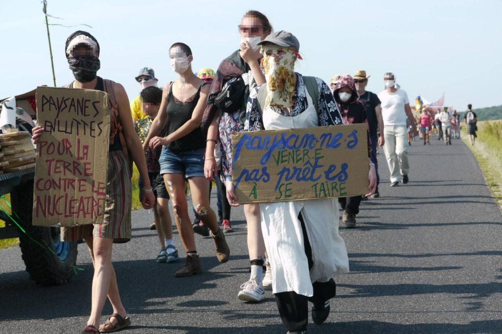 manifestant.e.s sur la route entre Horville et Gondrecourt-le-château